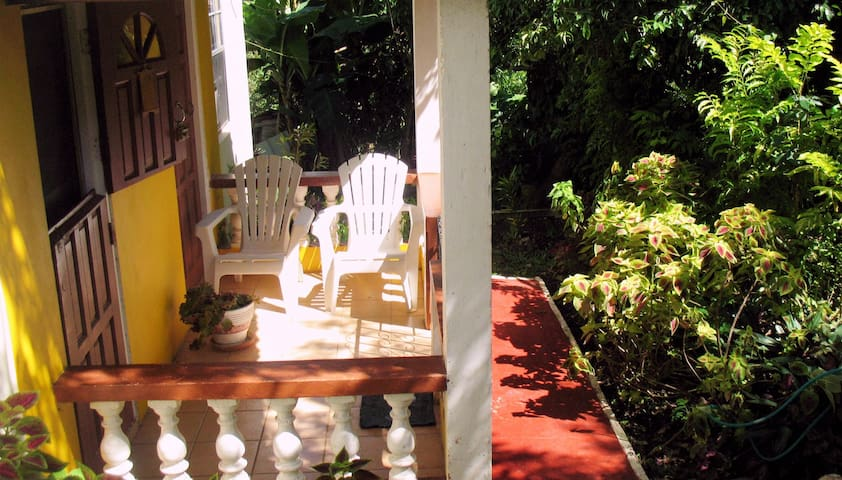 Sunny Yellow - Live Like A Local - 2 bedroom - Mount Helicon - Appartement