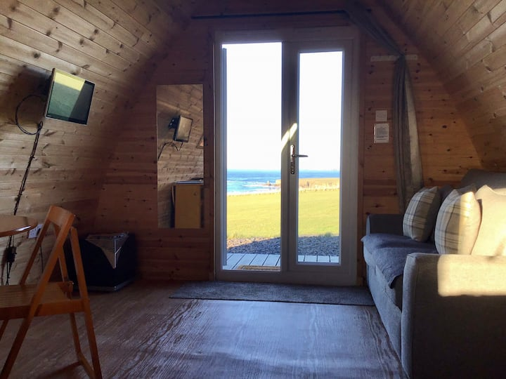 Crofter's Snug One: Glamping + amazing sea views!