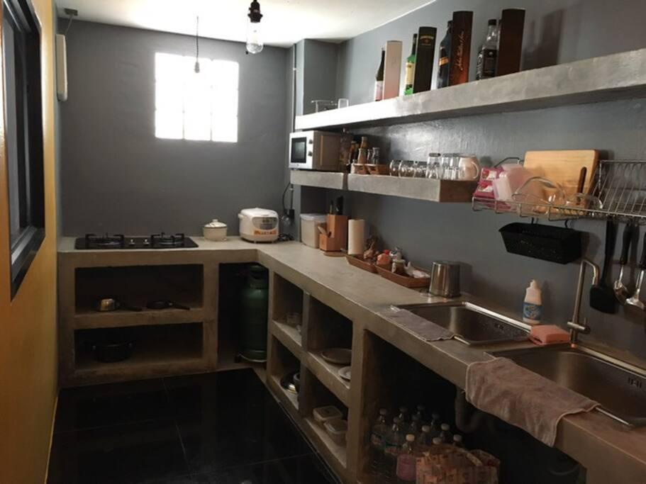 ห้องครัวอุปกรณ์พร้อม
