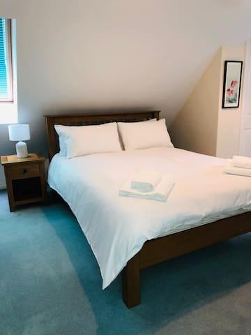King size in top bedroom