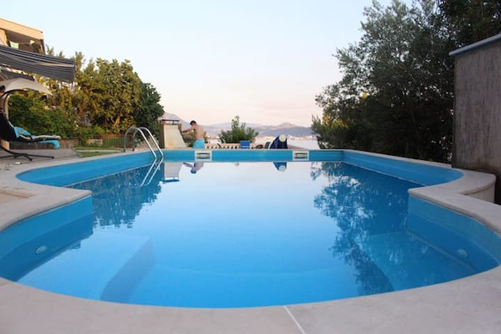 Villa MonteNegro Apartment 2 - with nice pool - Sutomore - House