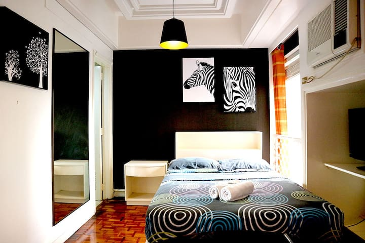 Design Studio in Makati with Balcony & WIFI (605)