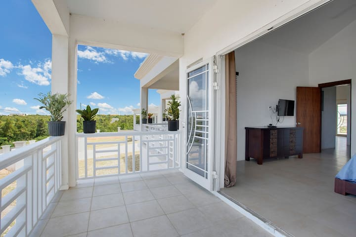 Refreshing 2BD Near Shoal Bay Beach