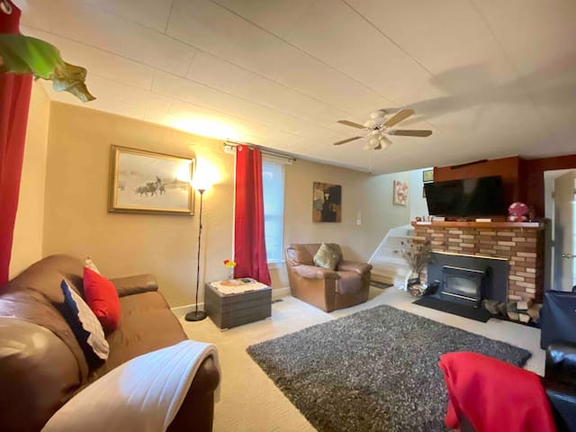Weekend Getaway! Private Apartment near downtown!