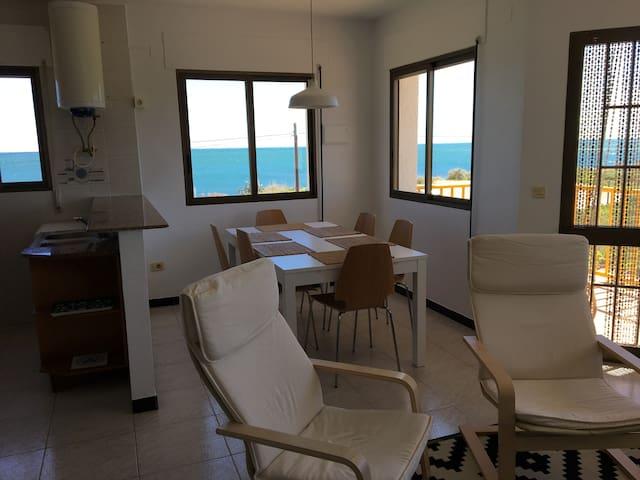 Apartamento primera línea, amplias vistas al mar