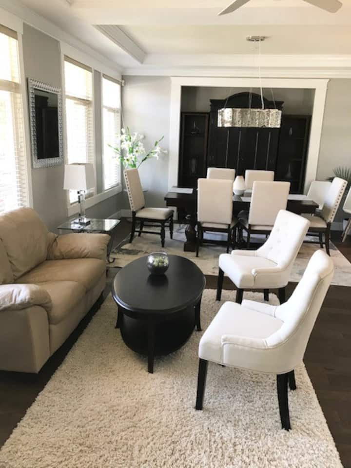 Large, open, newly reno'd executive home near Van