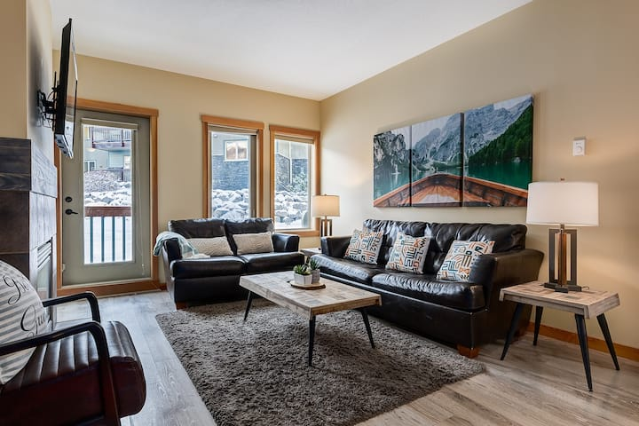 3BR Condo | Heated Pool | 3 min to DT Canmore