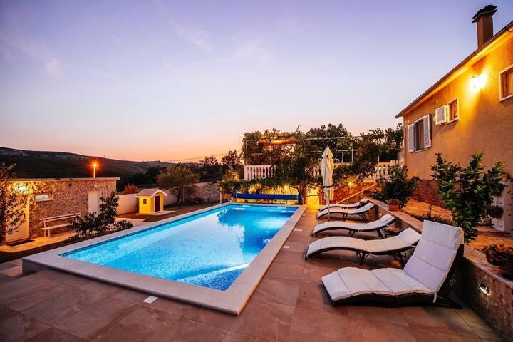 Stunning Villa in Zaton Obrovacki with Swimming Pool