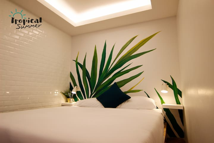 Deluxe Bedroom in Tropical Summer Hostel