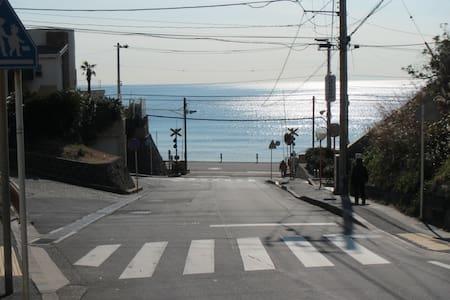 Surf town・inn 1 [海近く空気清涼東京脱出・在宅仕事に家族で安心・貸別荘]