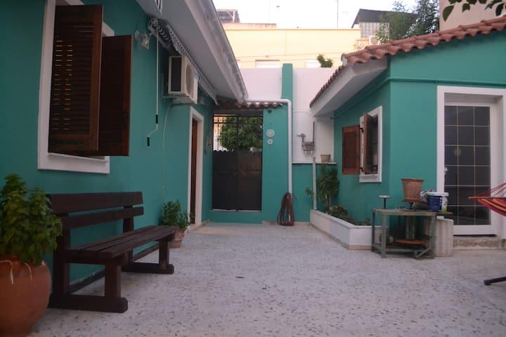 Μονοκατοικία με αυλή στο κέντρο της Αθήνας