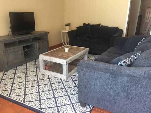 Private room, great location! Close to everything!