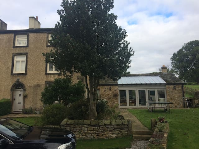 Country home, gorgeous views , near the village - Addingham - Casa