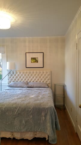 Remodeled private unit at perfect location - San Mateo - House