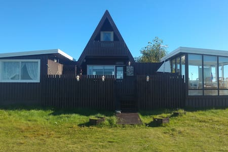 Cosyness Cottage (with sea view and hot tub) - Haus