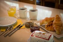Enjoy fresh breakfast with a daily selection of continental delights
