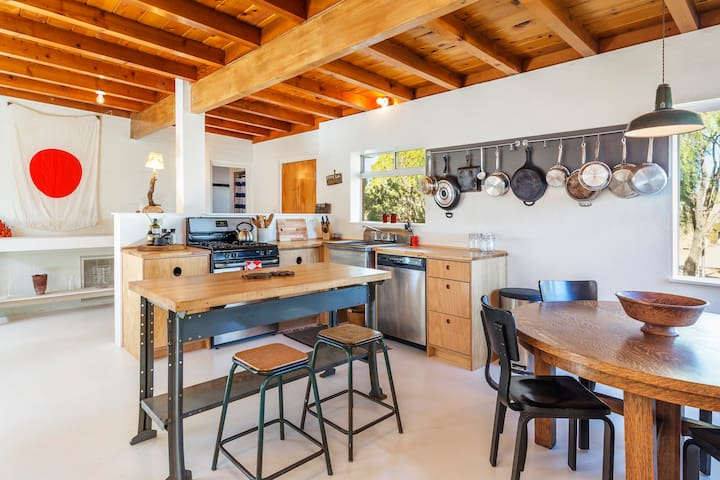 Landers Sage House | 1 mile from the Integratron