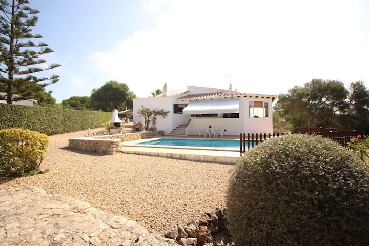 Lovely villa with private pool, minutes from beach