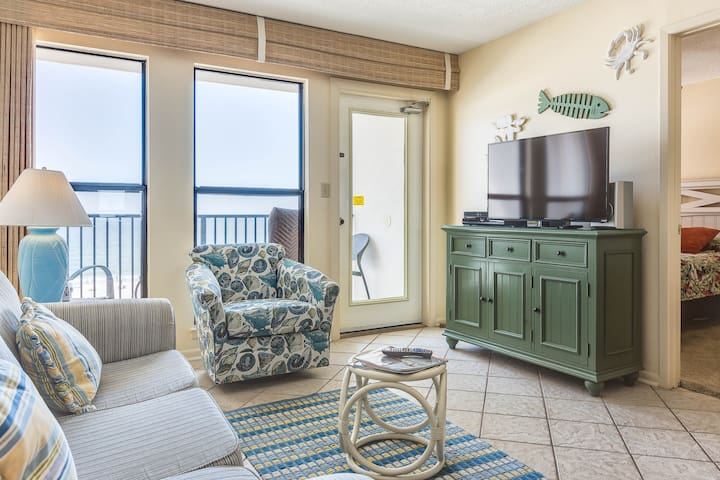 Family-friendly & gulf front condo w/marvelous Gulf views & shared pool!