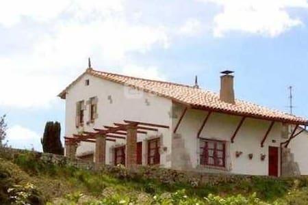 Casa única en Celorio - Celorio