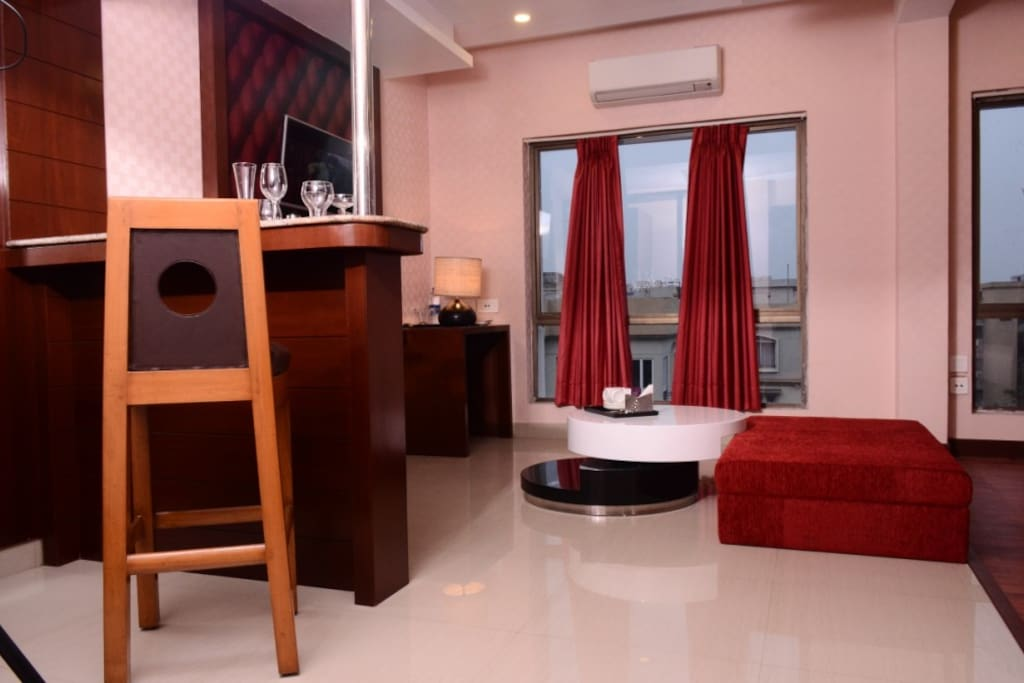 Inside View - Deluxe Suite (Pool Side)