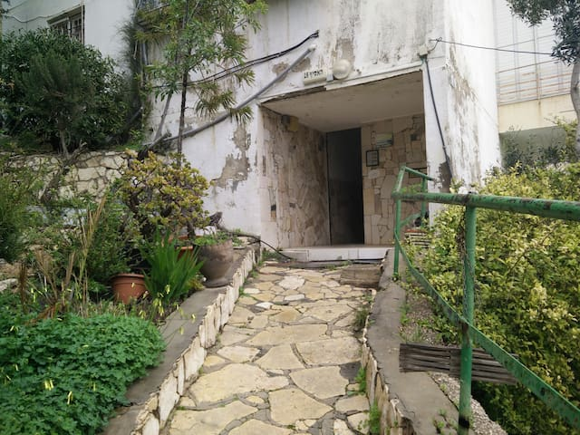 Quiet, fresh air, natural light, fully furnished - Haifa - Other