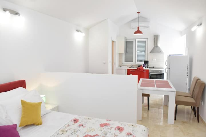 New Apartment Danny - location, terrace & parking
