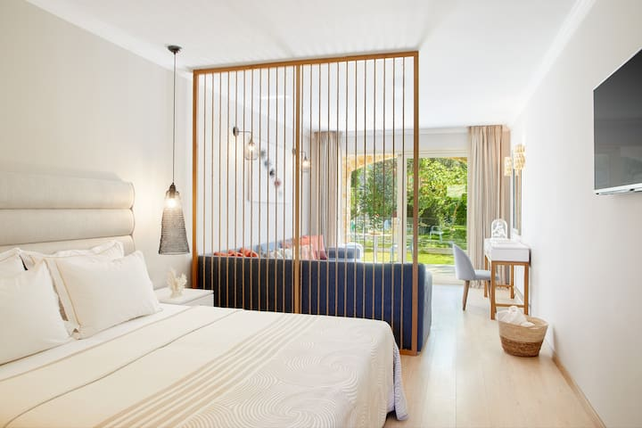 Prestige Suite  Private Pool by Parga Beach Resort