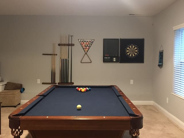 Basement - 1 Bedroom/Bath  w/ Pool Table & More - Waxhaw - Casa