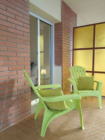 Calm Sunny King Ensuite Balcony Room