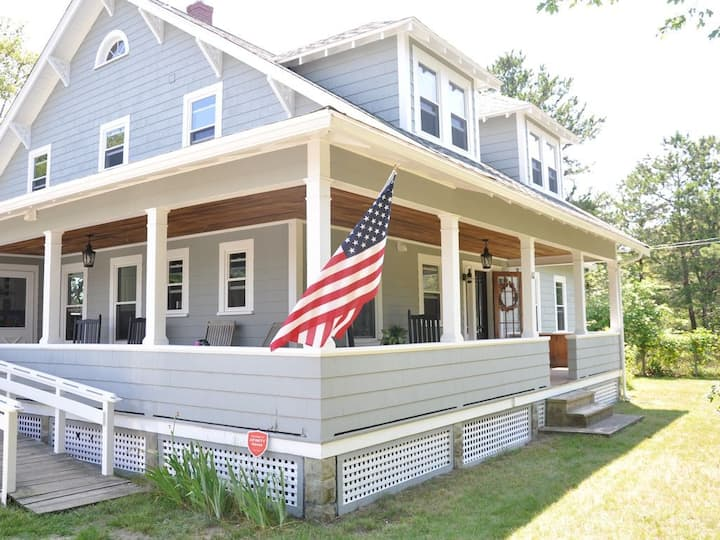 Waterfront Cape Cod Family Home in Bourne