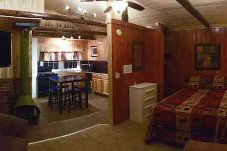 Hike into RMNP! Cabin for 2 - 5th night 1/2 off!