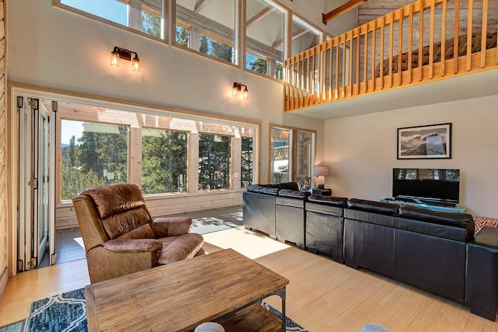 Stunning newly remolded private home only 1 mile from downtown Breckenridge! The Crown