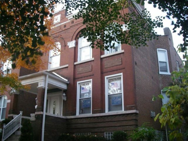 Beautiful Home Centrally Located - Saint Louis - House