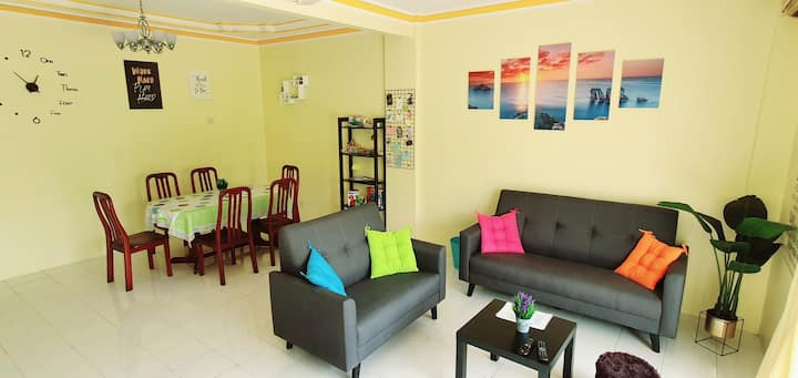 Colourful homestay - (near jeti sky mirror)