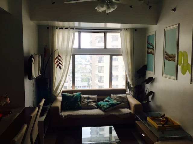 Tropical-themed 2 Bedroom Apartment - Quezon City - Wohnung