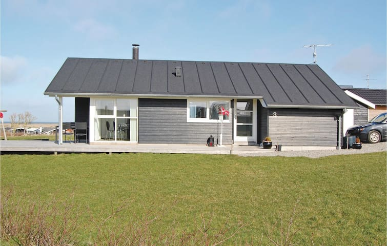 Holiday cottage with 3 bedrooms on 80 m² in Lemvig