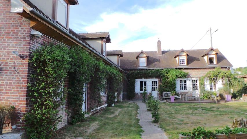 Chambre privée 1 à 6 pers proche aéroport Beauvais - Therdonne - Muu