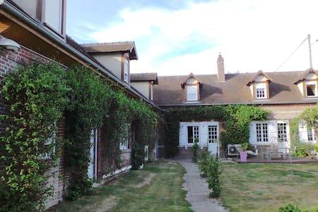 Chambre privée 1 à 6 pers proche aéroport Beauvais - Therdonne