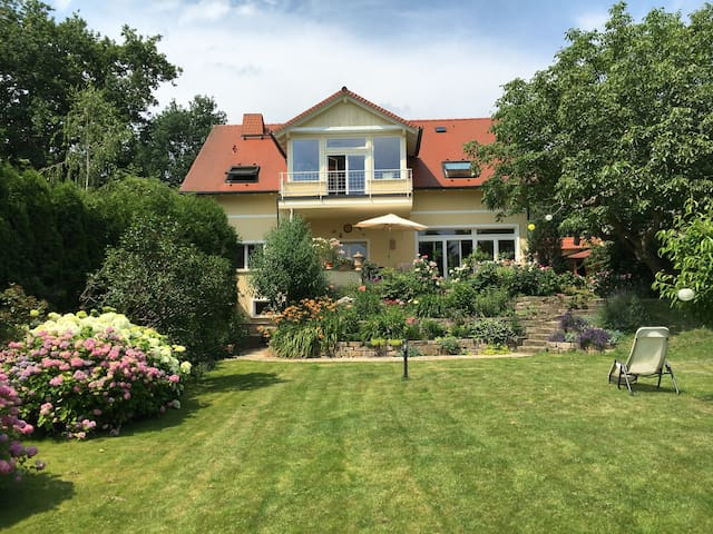 Beautiful landhouse in big garden, close to Berlin - Schwielowsee - Rumah