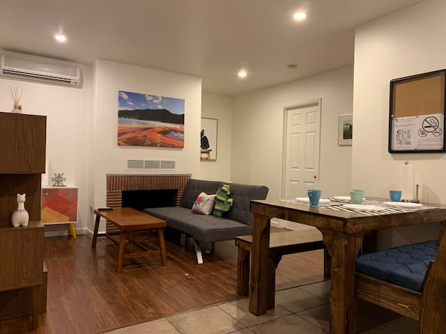 Cozy n Comfy Newly Remodel Cali Bungalow in LA (S)