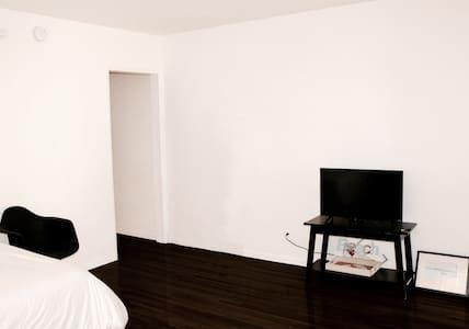 Clean, Beverly Hills Line, NETFLIX, Fast Wifi - Wohnung