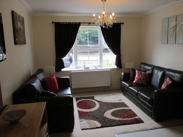 Two Bedroom Modern Self Catering Holiday Apartment - Bournemouth