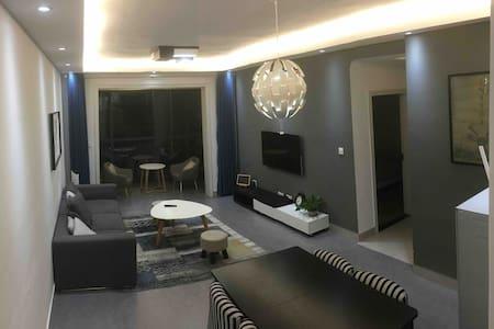 Jojo&Howard's home   免费接机接站#天门山下三居室#免费制定行程订票