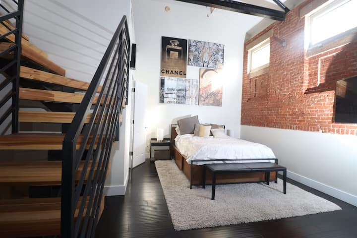 Warehouse District PH Condo, Recently Renovated-