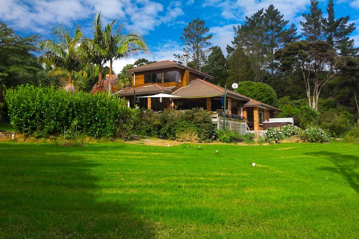 Beautiful, peaceful, forest home with luxury spa - Waitakere - Huis