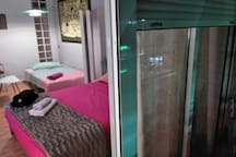 Room doble o triple con salón y balcón junto Renfe