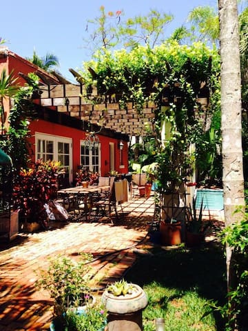 Spacious cabana/guesthouse with private entrance - Coral Gables - Guesthouse