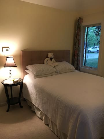 Quiet oasis, priv bath, close to everything! - South Burlington - Sorház