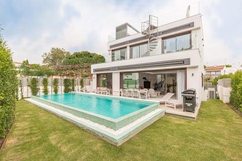 Brand-new Luxurious Modern Villa on the beach
